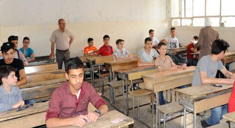 بعد أن ضبط في حالة غش.. طالب يهدد بتفجير قنبلة يدوية في قاعة امتحانات