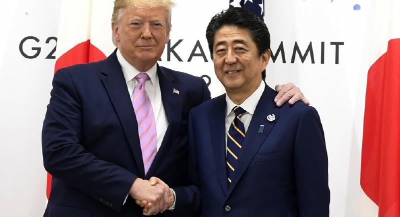 بالفيديو.. ترامب يحرج رئيس الوزراء الياباني في قمة العشرين