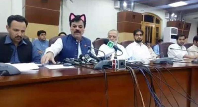 في باكستان.. وزير الإعلام بـ