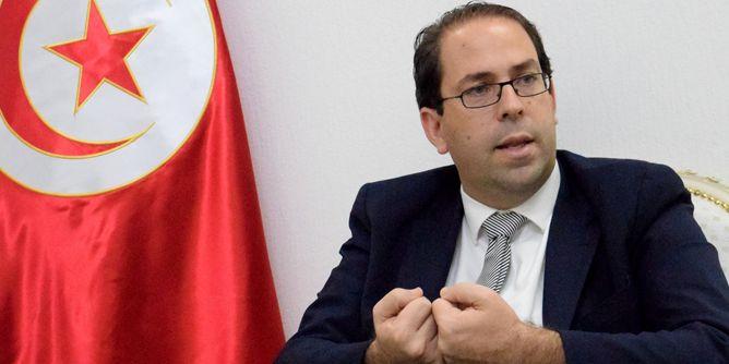 رئيس الحكومة التونسية يدخل على خط قرار