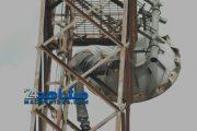 متقاعد يهدد بالانتحار من فوق لاقط كهربائي (صور)