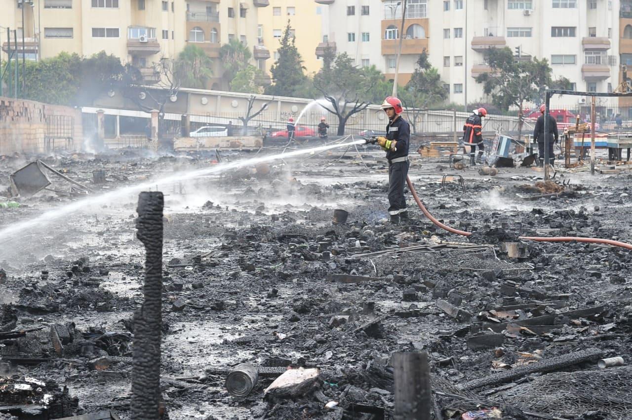 البيضاء.. النيران تندلع بخيام مهاجرين غير قانونيين بمحطة ولاد زيان (صور)