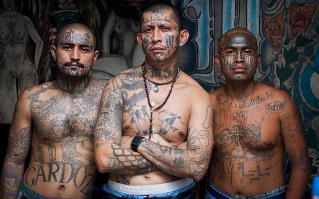 حرب العصابات في السجون عشرة قتلى خمسة منهم بقطع الرأس وخمسة حرقا
