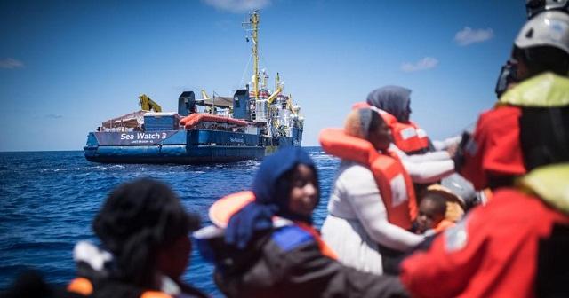 بينهم مغربي.. تونس ترفض استقبال سفينة مصرية أنقذت 75 مهاجرا