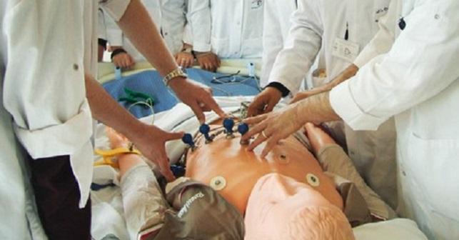 وزارة أمزازي تقدم توضيحات حول ولوج كليات الطب والصيدلة