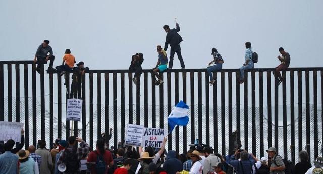 دعوى قضائية ضد ترامب بسبب قرار الهجرة الأخير