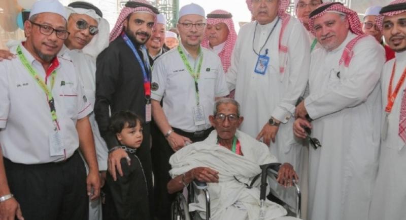 لم يمنعه السن.. ماليزي تجاوز 100 عام يتجه للسعودية لأداء فريضة الحج