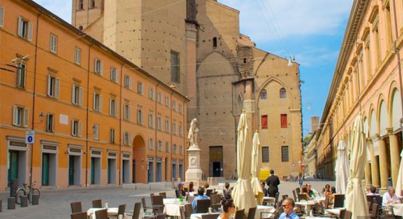 فيديو.. مدينة إيطالية تستعين بـ3 مشردين للنهوض بالسياحة