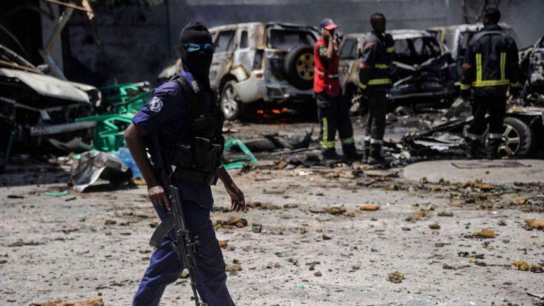 الصومال.. 26 قتيلا في هجوم على فندق بكيسمايو وأمريكا ترد بغارة