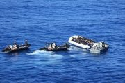 البحرية الملكية تقدم المساعدة لـ 161 مهاجراً سرياً بعرض المتوسط