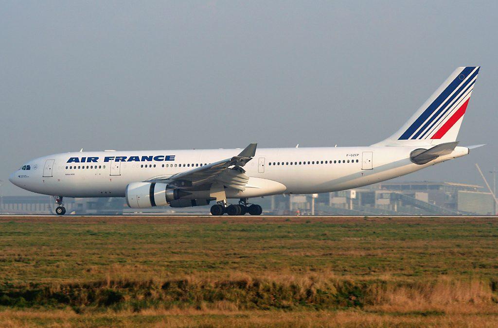 فرنسا تعتزم فرض ضريبة بيئة على رحلات الطيران التي تقلع من أراضيها