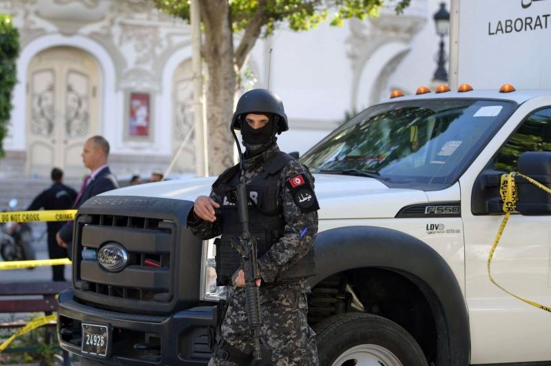 إرهابي يفجر نفسه بعد أن حاصرته الشرطة بالعاصمة التونسية