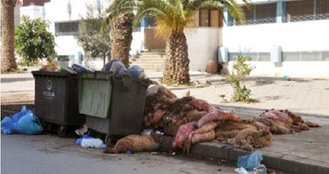 رغم الحملات التحسيسية.. نفايات العيد تغرق بعض أحياء البيضاء