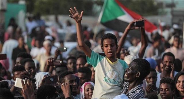 السودان يبدأ تاريخه الجديد.. توقيع وثائق الفترة الانتقالية