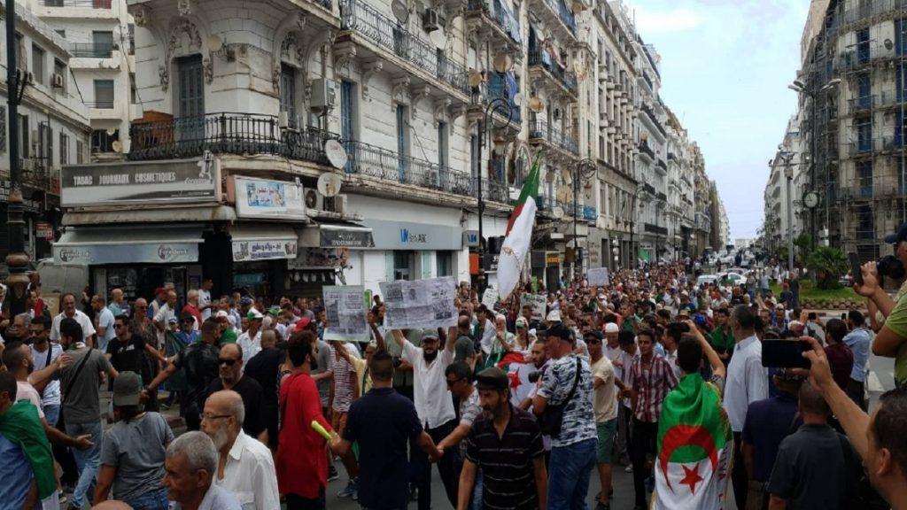 تجدد احتجاجات الطلبة في الجزائر للمطالبة بتغيير فوري