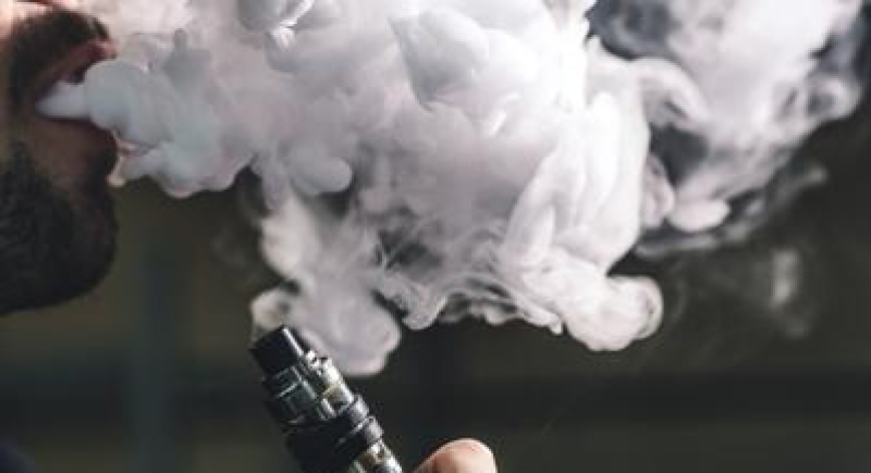 تسجيل أول حالة وفاة بالسجائر الإلكترونية
