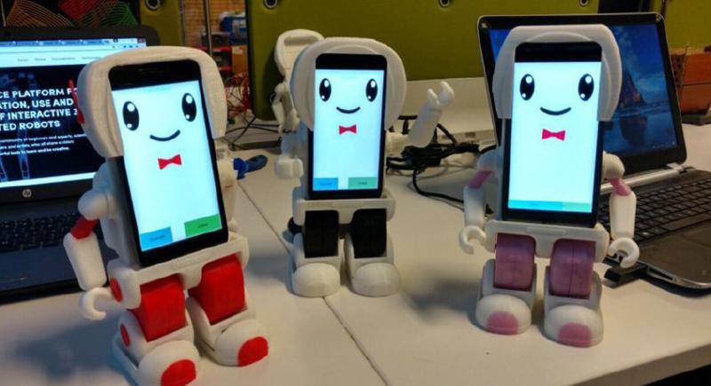 روبوت اجتماعي يتولی مهمة تعليم الاطفال بدل المعلمين