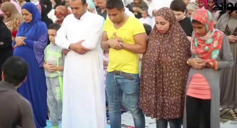 صلاة عيد مختلطة في مصر تثير جدلا!