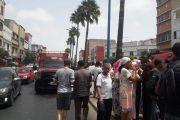 البيضاء.. عناد بين سائقي حافلة وسيارة أجرة ينتهي بحادثة خطيرة (صور)