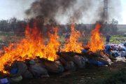 إتلاف وحرق كميات كبيرة من السجائر المهربة بمطرح مديونة