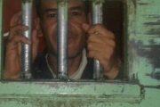 ناشط صحراوي يطالب الجزائر بمراقبة سجون