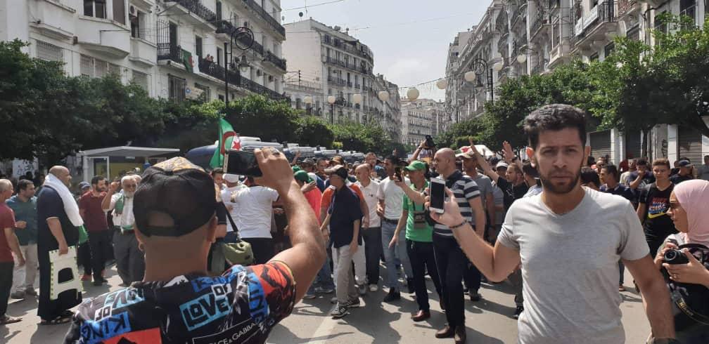 الجزائر.. حملة اعتقالات جديدة في صفوف نشطاء الحراك