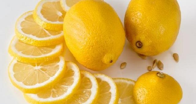 وصفات طبيعية من الليمون لتبييض الركب والأكواع