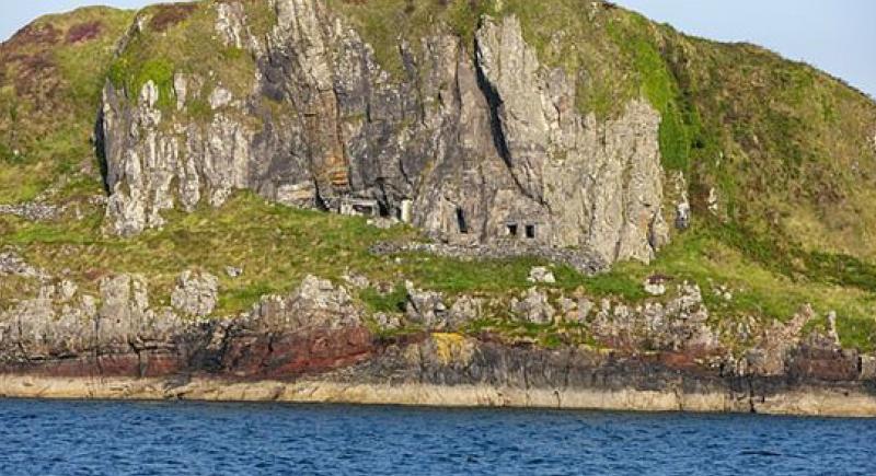 عرض لا يصدق.. جزيرة اسكتلندية فاتنة للبيع بسعر شقة