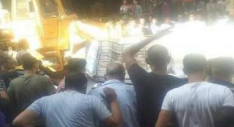 سيارة تسقط من السماء وتقتل 8 اشخاص (فيديو)