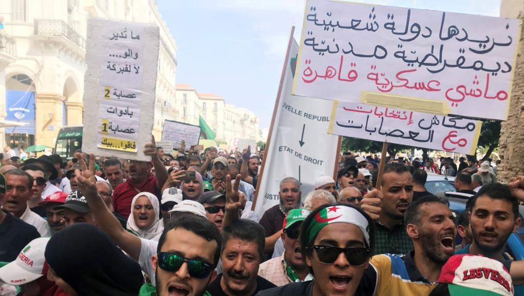 الجزائر.. احتجاجات رافضة لإجراء الانتخابات ومطالب بإزاحة رجال النظام