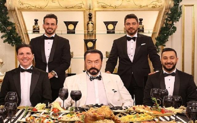 بدأ محاكمة الداعية وملك الدعارة الراقية في تركيا