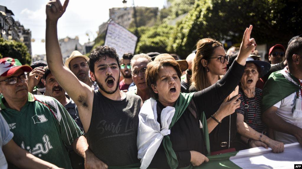 الجزائر.. رفض إجراء انتخابات الرئاسة يوسع دائرة الاحتجاجات (صور)
