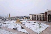 أمطار وثلوج تغمر مدينة خنيفرة في فصل الصيف