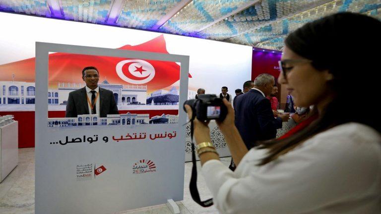 التونسيون يتوجهون إلى صناديق الاقتراع لاختيار رئيس جديد للبلاد