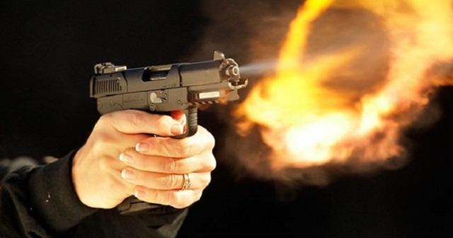 شرطي يطلق النار خلال مواجهات عنيفة بين
