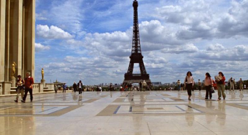 الشرطة الفرنسية تحذر السياح من لصوص المجوهرات الثمينة في شوارع باريس