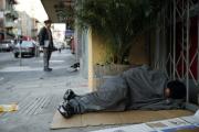 انتشار المختلين العقليين بشوارع وزان يثير غضب الساكنة