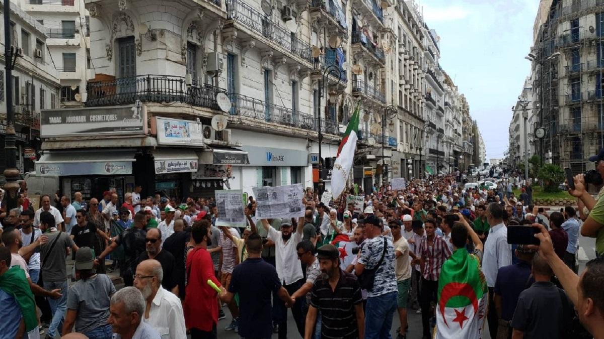 الجزائر.. اعتقالات وسط المتظاهرين في الجمعة الـ47