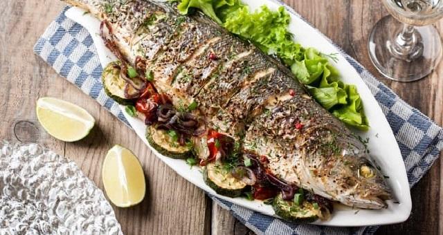 يقلل من خطر الإصابة بالسرطان.. تعرفي على الفوائد الكثيرة للسمك