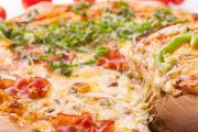 طريقة سهلة لتحضير البيتزا بالمنزل.. وإليك 7 أسرار لنجاحها