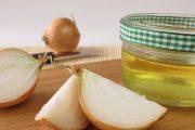 للتخلص من البقع الداكنة.. استعملي عصير البصل
