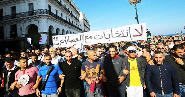 الجزائر.. بكاء وتبرك بالأضرحة ورشق بالبيض في حملة انتخابية باهتة