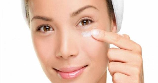 وصفات سهلة بالكركم لعلاج منطقة حول العينين