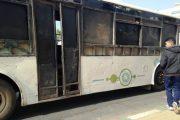 أزمة النقل بالقنيطرة تتسبب في صراع بين سائقي الطاكسي والحافلات