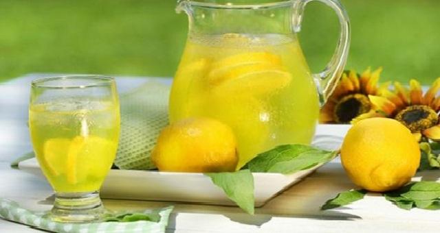 تعرفي على فوائد مشروب الماء الدافئ وعصير الحامض