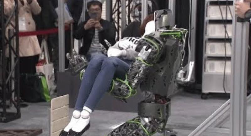 الروبوتات أصبحت رومنسية في اليابان (فيديو)