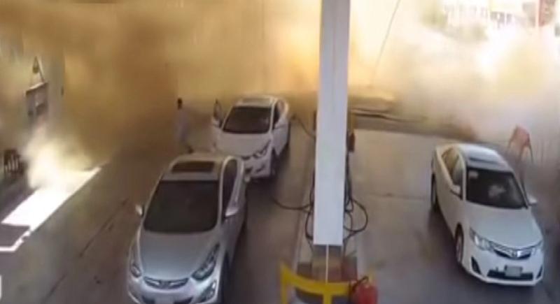 لحظة انفجار خزان محطة وقود في السعودية... (فيديو)
