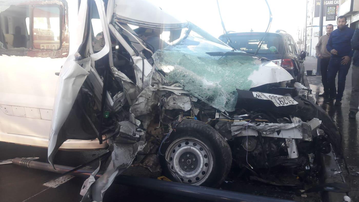 سيارة تقتحم صيدلة بالبيضاء وتخلف قتيلا (صور)