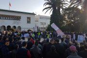 تنسيقية الأساتذة حاملي الشهادات: مستمرون في الاحتجاج رغم الإصابات