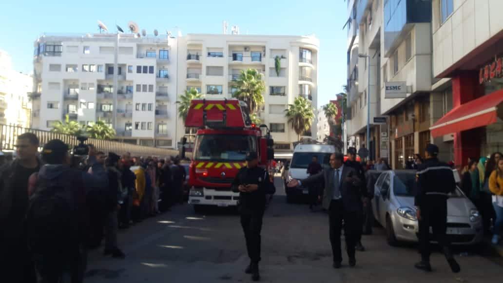بالصور.. حريق مهول بعمارة بشارع عبد المومن يتسبب في اختناقات وإغماءات